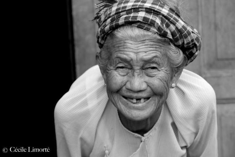 Rencontre d'une Birmane lors d'un voyage